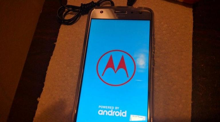 Troubleshoot Moto G6 that's stuck and won't boot after boot screen/logo