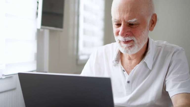 How to select the best laptops for the elderly