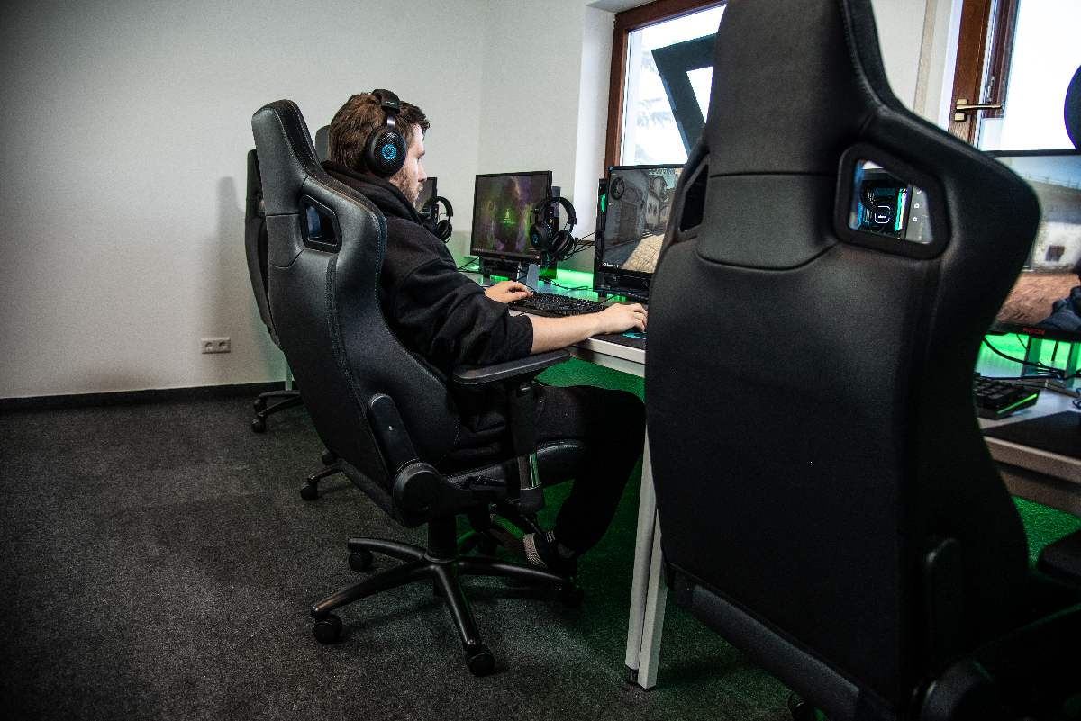 Love Gaming? Here Are Some Tips To Help Your Back