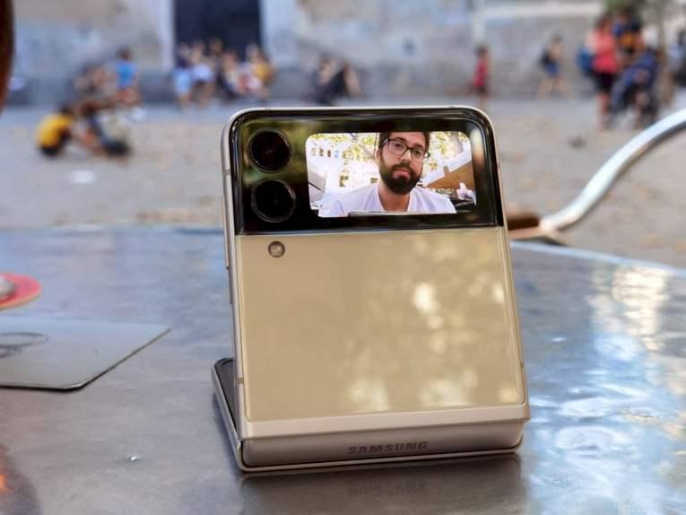 samsung-galaxy-z-flip3 selfie